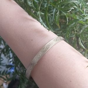 Gorgeous gold carved floral bangle art deco